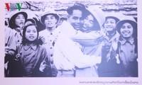 """Triển lãm ảnh """"Quan hệ Việt Nam - Lào mãi mãi vững bền hơn núi, hơn sông"""""""