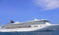 Đón 2.600 du khách quốc tế đến thăm Hạ Long bằng tàu biển