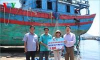Độc giả Báo điện tử Đài Tiếng nói Việt Nam ủng hộ tiền sửa chữa tàu cá bị tàu Trung Quốc đâm chìm