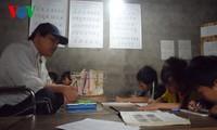 Thầy giáo khuyết tật của trẻ em nghèo