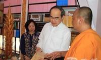 Ông Nguyễn Thiện Nhân thăm và chúc tết Chol Chnam Thmay tại Cần Thơ
