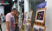 Khai mạc Triển lãm Ảnh và Phim Phóng sự - Tài liệu trong Cộng đồng ASEAN tại Huế