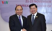 Thủ tướng Nguyễn Xuân Phúc hội kiến Thủ tướng Lào Thongloun Sisoulith