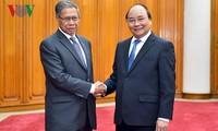 Thủ tướng Nguyễn Xuân Phúc tiếp Bộ trưởng Công nghiệp và Thương mại quốc tế Malaysia