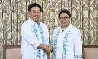 Phó Thủ tướng, Bộ trưởng Ngoại giao Phạm Bình Minh gặp Bộ trưởng Ngoại giao Philippines và Indonesia