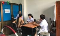Bác sỹ Việt Nam khám sàng lọc ung thư miễn phí tại Lào