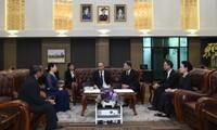Thủ tướng Nguyễn Xuân Phúc đến Bangkok bắt đầu thăm chính thức Thái Lan