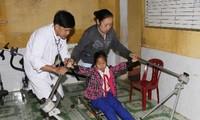 Giúp nạn nhân da cam/dioxin và người khuyết tật tiếp cận dịch vụ khám, chữa bệnh, phục hồi chức năng