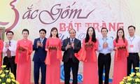 Thủ tướng Nguyễn Xuân Phúc thăm Làng gốm và gặp gỡ các nghệ nhân gốm sứ Bát Tràng