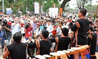 Hue festival features people's wishes for peace, prosperity