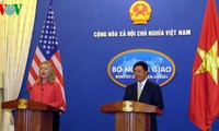 US Secretary of State holds talks with FM Pham Binh Minh