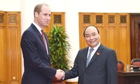 Prime Minister suggests Vietnam, UK expand educational cooperation