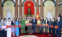 President meets exemplary people in drug combating