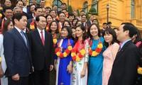 President Tran Dai Quang receives 60 party cell secretaries