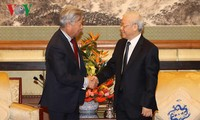Party leader Nguyen Phu Trong receives leaders of Chinese groups