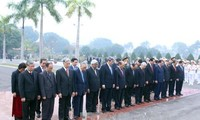 Leaders pay tribute to late President Ho Chi Minh