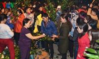 A midnight Tet market