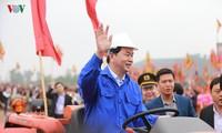 President opens ploughing festival in Doi Son