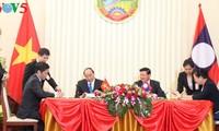 Prime Ministers of Vietnam, Laos hold talks