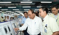Prime Minister works with Samsung Thai Nguyen