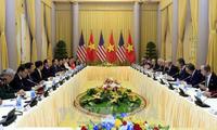 Vietnamese, US Presidents hold talks