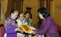 Vice President receives revolutionary veterans from Tien Giang