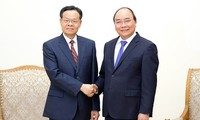 PM urges China's Guangxi to develop border trade with Vietnam