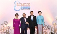 PM meets Thai, Lao counterparts on ACMECS8 sidelines
