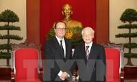 阮富仲总书记会见法国总统奥朗德