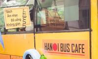 体验新颖独特的河内公交车咖啡馆