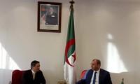 向阿尔及利亚企业介绍越南经济