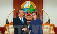 阮春福会见老挝党和国家领导人