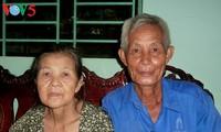 一个三代都是橙剂受害者的家庭越过困难的故事