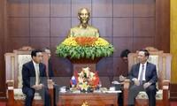 老挝国家副主席潘坎•维帕万访问和平省