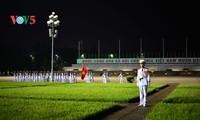 河内市巴亭广场上的升降旗仪式