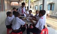 拉卡纳旺崇图木寺帮助特困学生上学