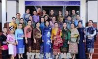 越南国家副主席邓氏玉盛会见老越友好协会主席维莱翁•布达康