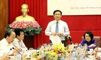 รองนายกรัฐมนตรีเวียดนาม เวืองดิ่งเหว่ หารือกับหน่วยงานประกันสังคมเวียดนาม