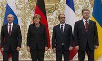 ผู้นำรัสเซีย เยอรมนี และฝรั่งเศส แสวงหามาตรการทางการเมืองให้แก่วิกฤติยูเครน