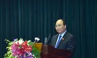 นายกรัฐมนตรีเวียดนาม เหงวียนซวนฟุ๊ก พบปะกับผู้มีสิทธิ์เลือกตั้งเมืองท่าไฮฟอง