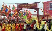 Celebran en Vietnam efervescentes fiestas primaverales