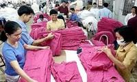 Reduce Vietnam déficit comercial en 2013 con superávit en segundo mes