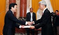Vietnam da bienvenida a nuevos embajadores extranjeros