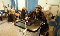 Prolongan un día más elecciones en Egipto