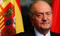 Rey Juan Carlos de España abdica al trono tras casi 40 años