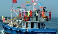 Empresas brindan ayuda financiera y material a pescadores