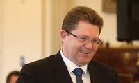 Senador australiano llama a la calma para aliviar tensiones en el Mar Oriental