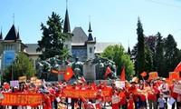 Vietnamitas y amigos internacionales en Suiza protestan actos violatorios chinos