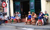 Calles antiguas de Hanoi y el tradicional hábito culinario en acera