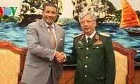 Impulsan Vietnam y Estados Unidos cooperación en defensa